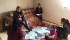 Bayan Kamçı , İhtiyaç Sahibi Aileleri Ziyaret Ediyor