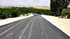 Malatya Büyükşehir Belediyesi Darende'de yol yapım hizmetlerini yoğun bir şekilde sürdürüyor.