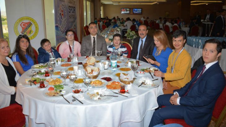 Vali Mustafa Toprak, Amatör Spor Haftası etkinlikleri kapsamında sporcularla bir araya geldi