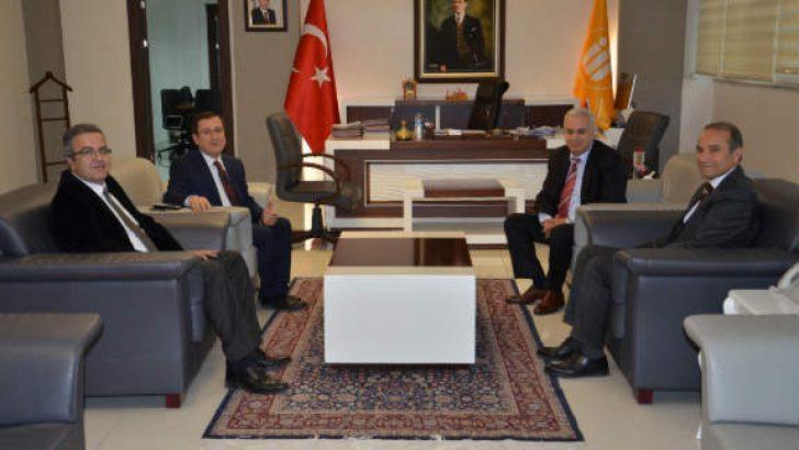 Arguvan Belediye Başkanı Mehmet Kızıldaş, İnönü Üniversitesi Rektörlük görevine başlayan Prof. Dr. Ahmet Kızılay'ı ziyaret etti