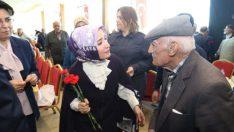 Gümrük ve Ticaret Bakanı Bülent Tüfenkci'nin eşi Esra Tüfenkci Battalgazi'de yaşlılar ile buluştu.