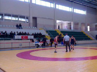 Büyükşehir Grekoromen Güreş Takımı ilk iki maçını kazandı