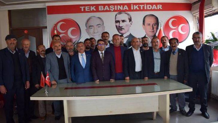 Akçadağ Muhtarlar Derneği Başkanı Eyüp Gönültaş,Milliyetçi Hareket Partisi (MHP) il başkanlığını ziyaret etti.