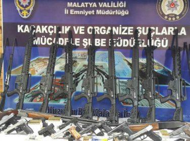 Malatya ilinde 42, Bingöl ilinde 2 olmak üzere toplam 44 adreste eş zamanlı yapılan operasyonda;
