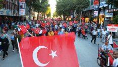 Vali Kaban, Malatyalılarla birlikte kol kola, omuz omuza 15 Temmuz Millet Meydanına kadar yürüdüler.