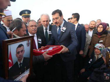 Bakan Tüfenkci, Afrin şehidinin cenazesine katıldı