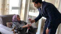AK Parti Malatya Milletvekili Aday Adayı Nail Tuna, Anneler Günü Münasebetiyle Karanfil Dağıttı