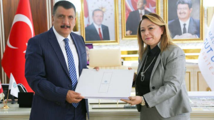 Gürkan, şehir üniversitesi olma hedefiyle yola çıkan Turgut Özal Üniversitesi'ne her türlü desteği vereceklerini söyledi.