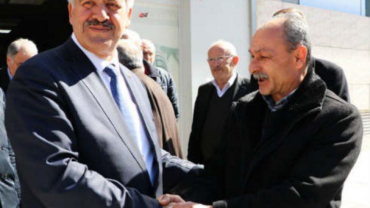 İYİ Parti Battalgazi Belediye Başkan Adayı Ali Ekinci Sarıcıoğlu mahallesinde bulunan esnafı ve Eski Tellal Pazarında bulunan esnafı ziyaret etti.