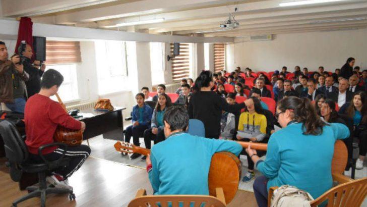 ValiAydın Baruş, Sümer İlkokulunu ziyaret ederek öğrenci ve öğretmenlerle bir araya geldi.