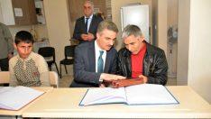 Vali Aydın Baruş, İstasyon Gençlik Merkezi Engelli Kur'an Kursunu ziyaret etti.