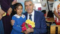 Battalgazi Belediye Başkanı Osman Güder, Kuluşağı İlkokulu öğrencilerine Ramazan Bayramı öncesi çeşitli hediyeler verdi