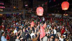 Binlerce Malatyalı bayraklarıyla yürüyüşe eşlik etti