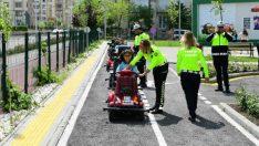 Minikler, eğlenceli bir eğitim programıyla trafik kuralları hakkında bilgi sahibi oldular.