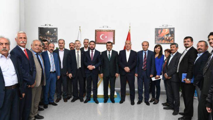 CHP Heyeti, Büyükşehir Belediye Başkanı Selahattin Gürkan'ı makamında ziyaret ederek bir süre görüştüler