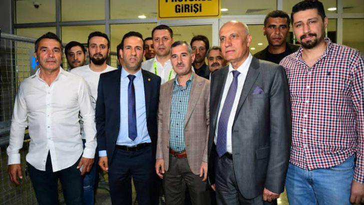 Yeşilyurt Belediye Başkanı Mehmet Çınar, Yeni MalatyaSpor'u Tebrik Etti