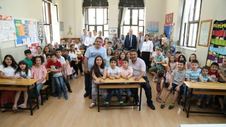 Malatya'da, 2018- 2019 eğitim- öğretim dönemi tamamlanırken, 174 bin 50 öğrenci karnelerini alarak yaz tatiline başladı.