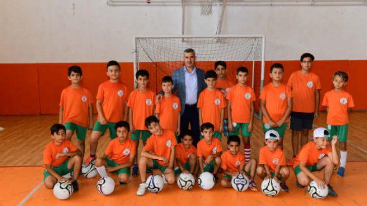 Yeşilyurt Belediyesi Spor Okulu Futbol Kursunda Eğitimler Başladı