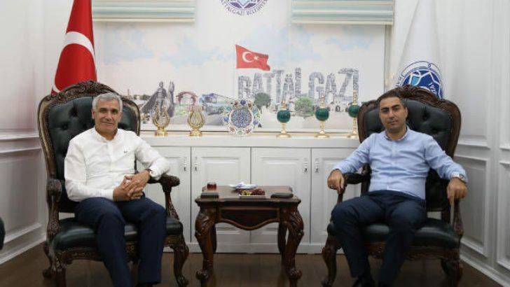 Doğanyol Belediye Başkanı Hakan Bay, Battalgazi Belediye Başkanı Osman Güder'i ziyaret etti.