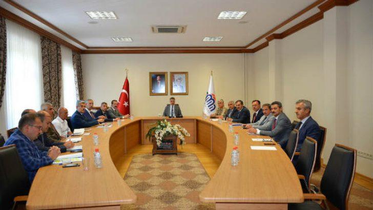 Şire Pazarının sorunları ve çözümleri noktasında alınacak tedbirler ve önlemler ile ilgili toplantı düzenlendi.