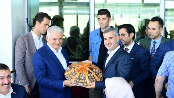Yeşilyurt Belediye Başkanı Mehmet Çınar, Binali Yıldırım'ın onuruna yemek verdi