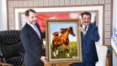 Maliye Bakanı Berat Albayrak, beraberindeki heyet ile birlikte Büyükşehir Belediye Başkanı Selahattin Gürkan'ı ziyaret etti
