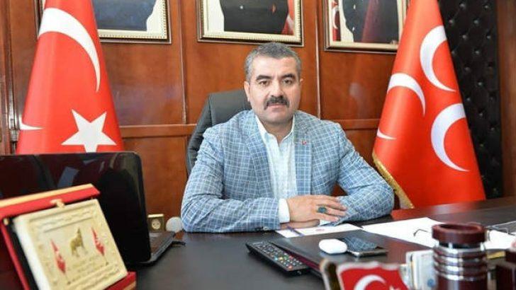 Avşar ,TFF'nin Süper Lig Hakemi Suat Arslanboğa'nın profesyonel hakemlik sözleşmesinin iptal edilmesine sert tepki gösterdi