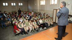 Battalgazi Belediyesi Zabıta Müdürlüğü ekipleri ilçedeki okullarda öğrencilerle bir araya geliyor.