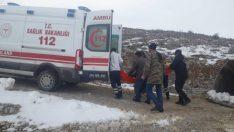 Aşağıköy Mahallesinde Karla Kaplı Yol Açıldı , Ambulans Hastaya Ulaştı