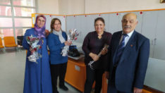 Türk Yerel Hizmet-Sen Malatya Şube yönetimi , Kadın üyelerine gül dağıttı