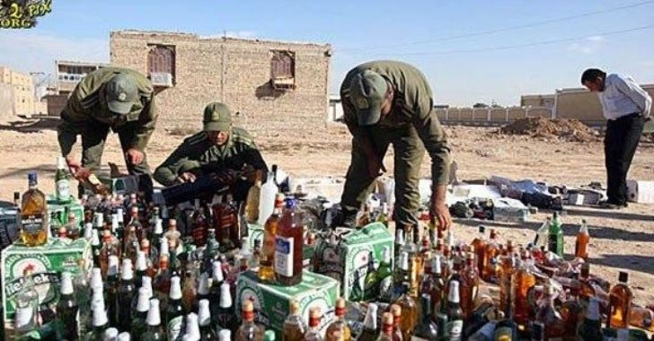 """İran'da, """"koronavirüsten koruyor"""" söylentisiyle tüketilen sahte alkol nedeniyle"""