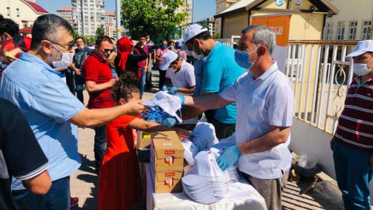 Yeşilyurt Belediye Başkanı Mehmet Çınar, (YKS)  Sınavına giren öğrencileri ve ailelerini ziyaret ederek, başarılar diledi