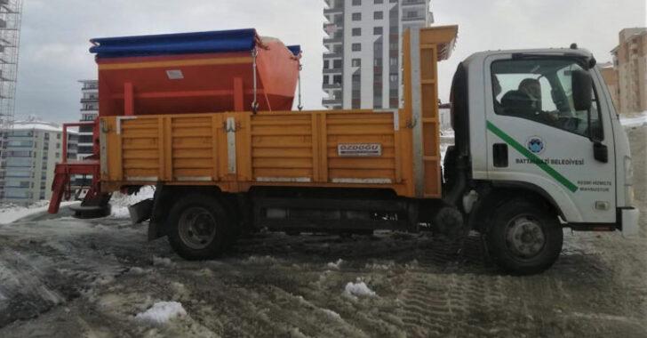 Battalgazi Belediyesi kar ve buzla mücadele ekipleri, ilçede teyakkuza geçti.