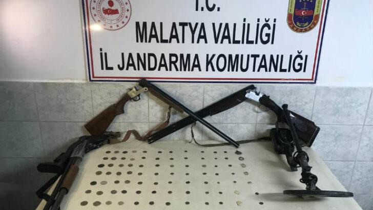 Jandarma Malatya Arguvan ilçesinde  Tarihi Eser Kaçakçısına Operasyon Düzenledi