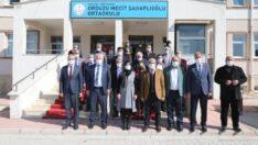 Battalgazi Belediye Başkanı Osman Güder, yüz yüze eğitime başlayan öğrencilerin moral ve motivasyonlarını artırmak amacıyla ziyaret etti