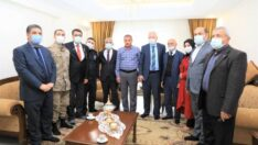 Malatyalı polis memuru Okan Doğan'ın emaneti olan ailesini evinde ziyaret ederek, onlara destek oldu.