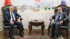 Battalgazi Belediye Başkanı Osman Güder, 22.Dönem AK Parti Milletvekili ve Yazar-Şair-Ressam Recep Garip'i konuk etti.