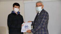 Battalgazi Belediye Başkanı Osman Güder, 'İnancım' adlı bilgi yarışmasının ödül törenine katıldı.