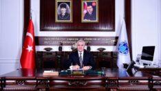 Seçkin devlet adamlarından ve siyasetçilerden merhum Turgut Özal'ı ve Hamit Fendoğlu'nu vefatlarının yıl dönümünde rahmet ve minnetle yâd ediyorum
