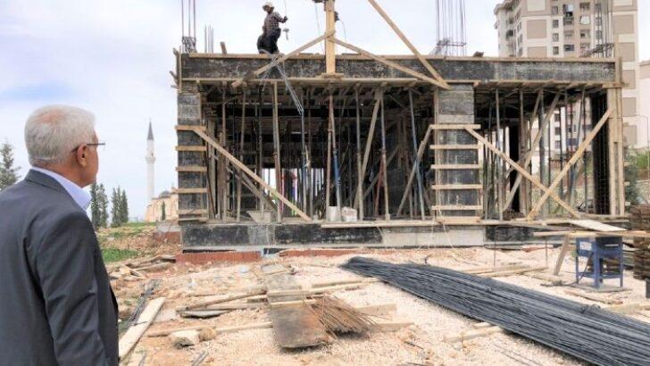 Battalgazi Belediye Başkanı Osman Güder, Battalgazi Semt Kütüphanesi'nin inşaat çalışmalarını inceledi.