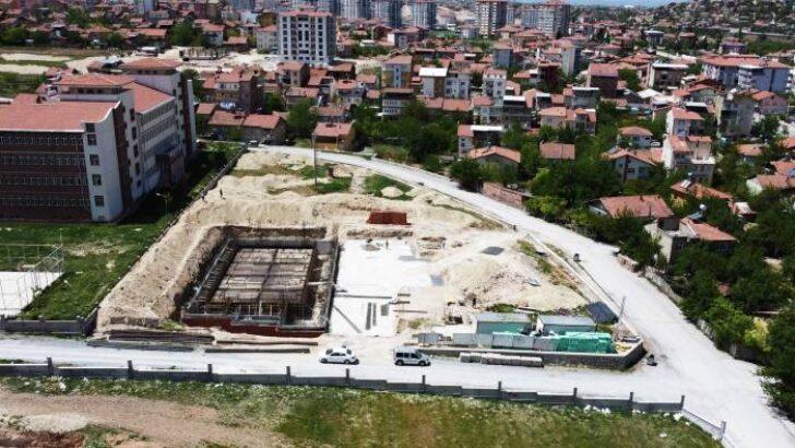 Yarı Olimpik Kapalı Yüzme havuzu inşaatındaki çalışmaları hız kesmeden sürüyor.