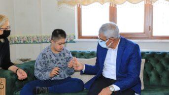 Battalgazi Belediye Başkanı Osman Güder, 10-16 Mayıs Dünya Engelliler Haftasını evlerinde geçiren özel gereksinimli 6 aileyi ziyaret etti