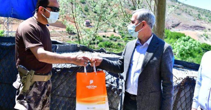 Başkan Çınar'dan Güvenlik Güçlerine Moral Ziyareti