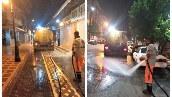 Battalgazi Belediyesi, temizlik ve hijyen çalışmalarını gecenin ilerleyen saatlerinde de sürdürüyor.