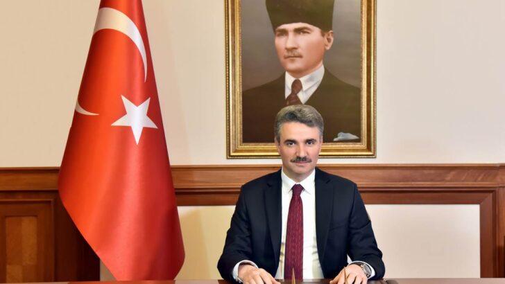 """Sayın Valimizin """"15 Temmuz Şehitlerini Anma, Demokrasi ve Milli Birlik Günü"""" Mesajları"""