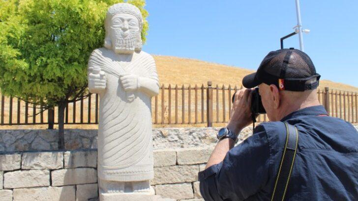 Malatya'ya gelen fotoğraf severler, Medeniyetin Kalbi Battalgazi'nin tarihi mekanlarını gezdi.