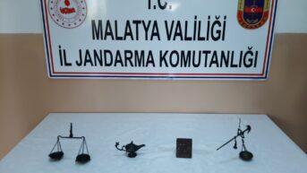 Malatya Jandarma İl Komutanlığı yaptığı operasyonda Bizans dönemine ait tarihi eserler ele geçirildi