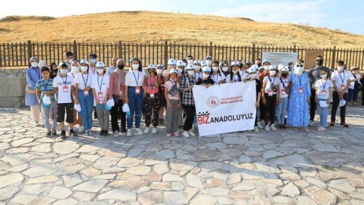 Malatya'ya gelen öğrenci ve öğretmenler, Medeniyetin Kalbi Battalgazi'de tarihi bir yolculuğa çıktı.