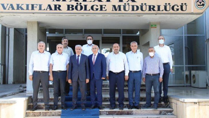 Battalgazi Belediye Başkanı Osman Güder, Malatya Vakıflar Bölge Müdürlüğü görevine atanan Adem Bacanlı'ya ziyarette bulunarak 'hayırlı olsun' temennilerini iletti.
